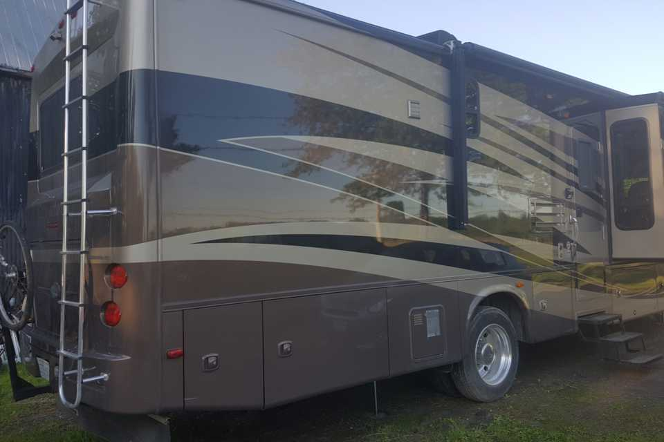 Beautiful Class A Motorhome for Couples! in Belleville, Ontario