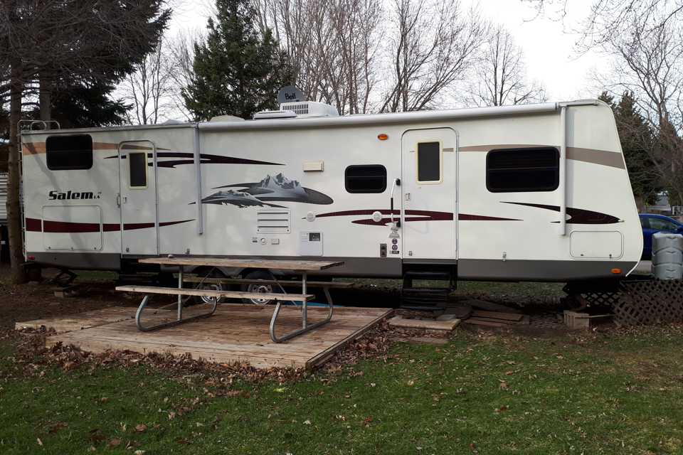 Forest River 312Qbud with a Bunk Bedroom  in New-Tecumseth, Ontario