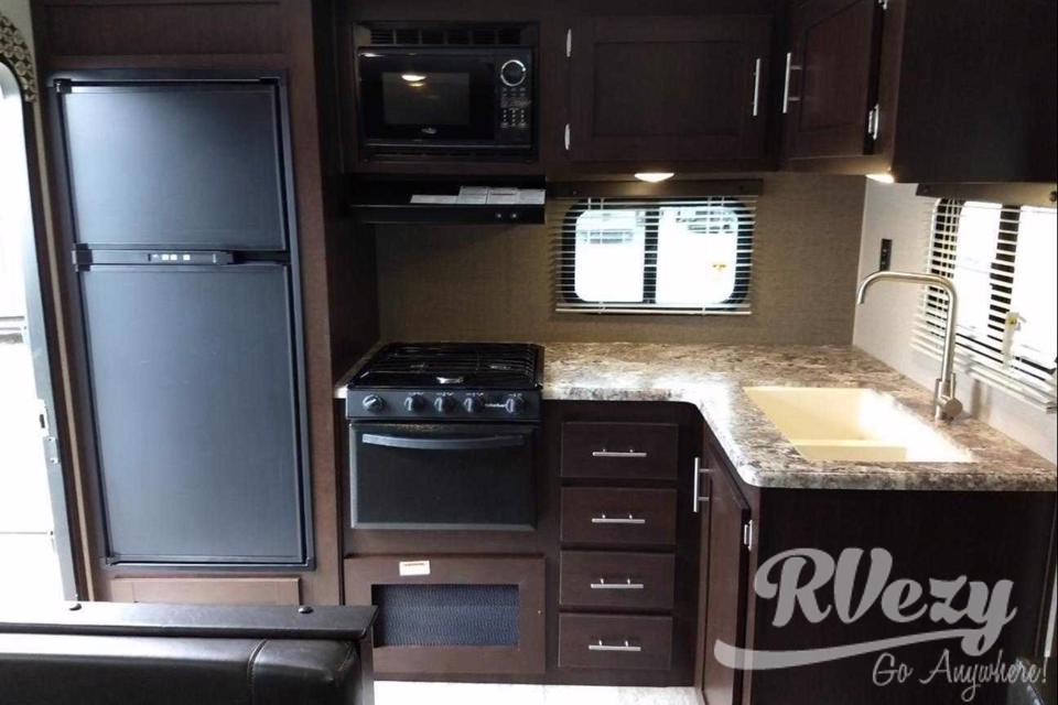 Venture in our Brand New 23' Travel Trailer in Napanee, Ontario