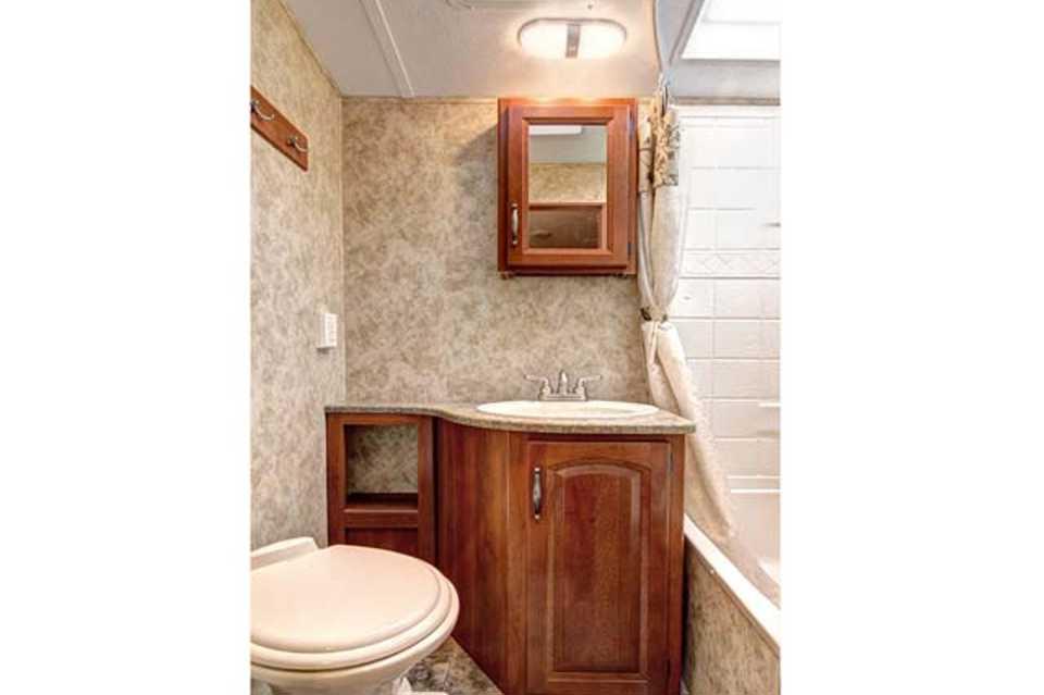 2013 2 bedroom, 30' bunk house, outdoor kitchen in STITTSVILLE, Ontario