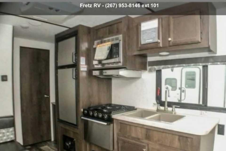24 ft - GVWR 5250lbs - Sleeps 6 in King-City, Ontario
